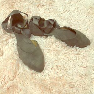 Shoes - Taupe flats!!!